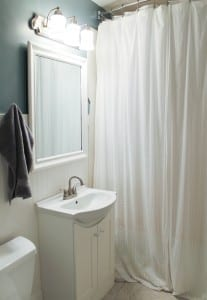 I am in love with this simple bathroom!