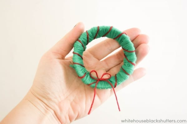 make a recycled mini wreath out of an old t-shirt and a canning jar lid!