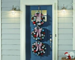 make this Christmas wreath trio for your front door!
