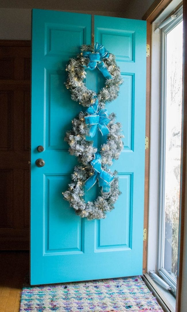 make this snowy, lighted Christmas wreath trio for your front door