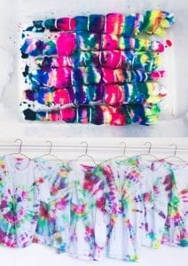 Tie-dye shirt birthday party favors! Plus tips to make the colors more vivid.